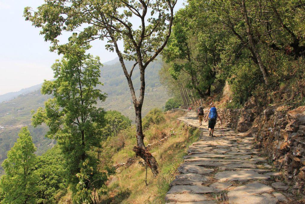 cesta dole do Naya Pul