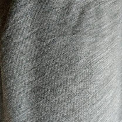merino - detail farby šedý melír