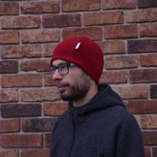 merino ciapka skalka cervena zboku
