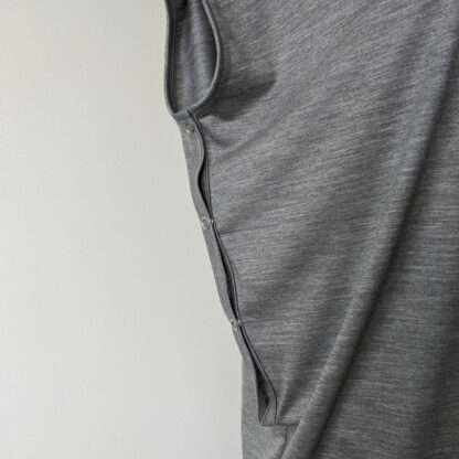 Dámske oversized merino tričko Kamenica - svetlosivý melír - detail